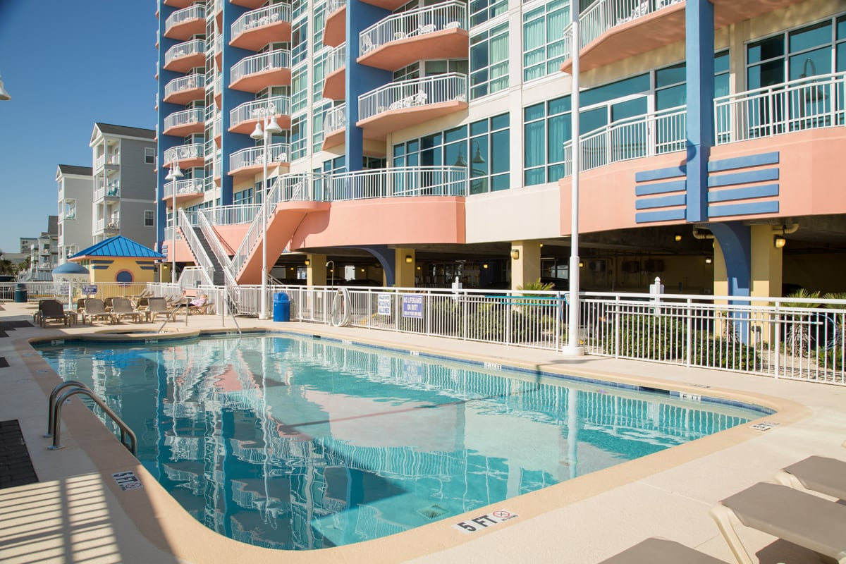 Gallery outdoor-swimming-pool-deck2.jpg